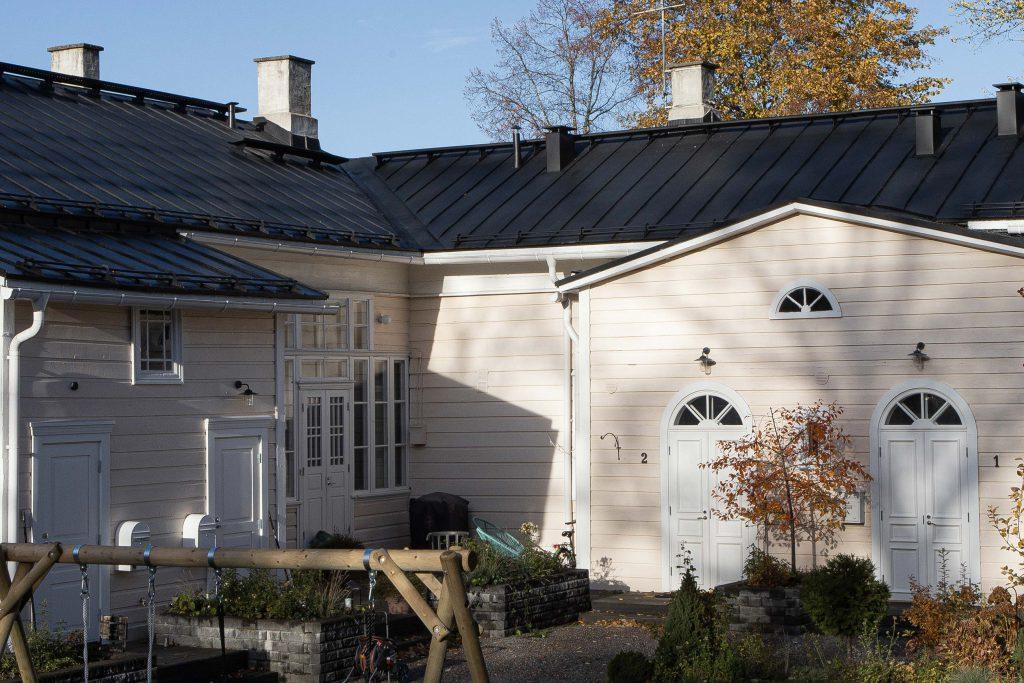 Perinneovet ja -ikkunat Hämeenlinnassa